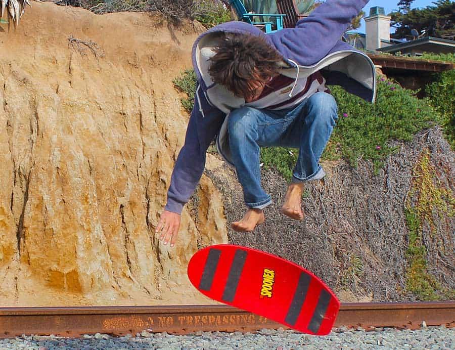 Spooner Balance Board Trick, Finger Flip
